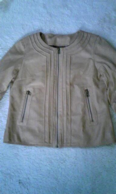 スウェード調パンチ加工ノーカラージャケット新品  < 女性ファッションの