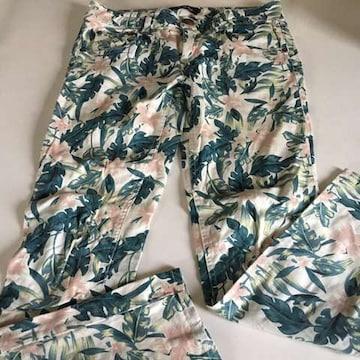 セシルマクビー パンツ 花柄